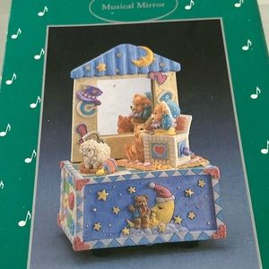 Vintage  AMES Try To Remember  Music box wind-up